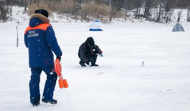 В омском МЧС рассказали, как не дать себе провалиться под лед