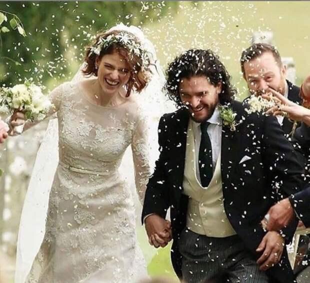 Выписавшийся из клиники Кит Харингтон отметил первую годовщину свадьбы