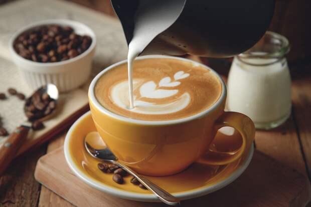 Кому вредно пить кофе с молоком