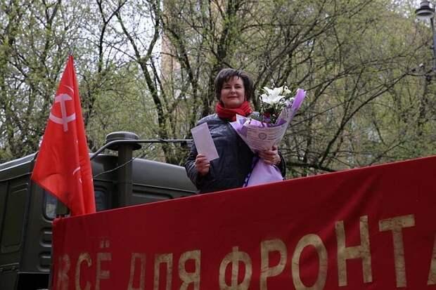 Светлана Разворотнева передала московским ветеранам письма от детей