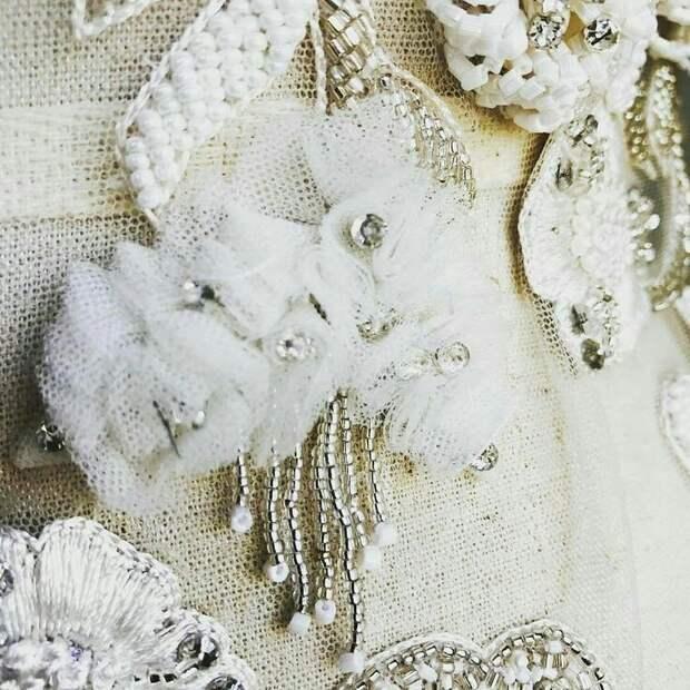 Цветы из ткани в работах дизайнеров и мастеров вышивки, фото № 15