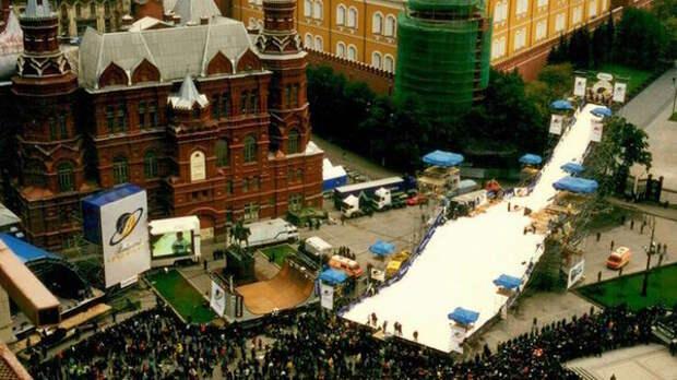 Первоначально фестиваль хотели проводить на Красной площади, но столкнулись с проблемами в организации.