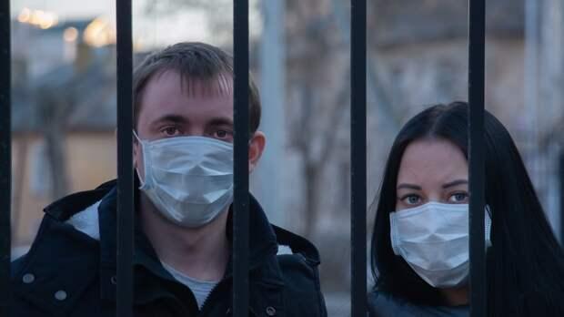 Привитым от COVID-19 американцам не разрешили снимать маски в транспорте