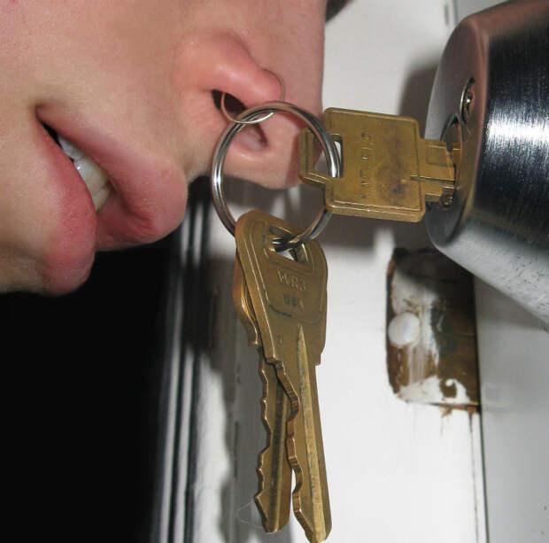 Ключи под носом.
