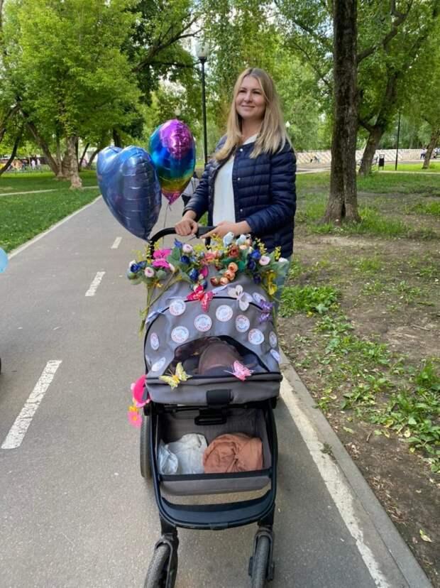 Парад детских колясок прошел в сквере им. Федора Полетаева