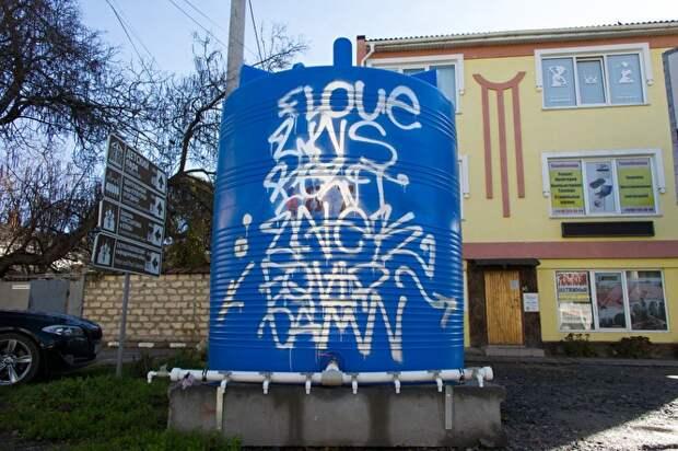 Пластиковые емкости, которые устанавливают в крымских городах, популярностью у населения не пользуются