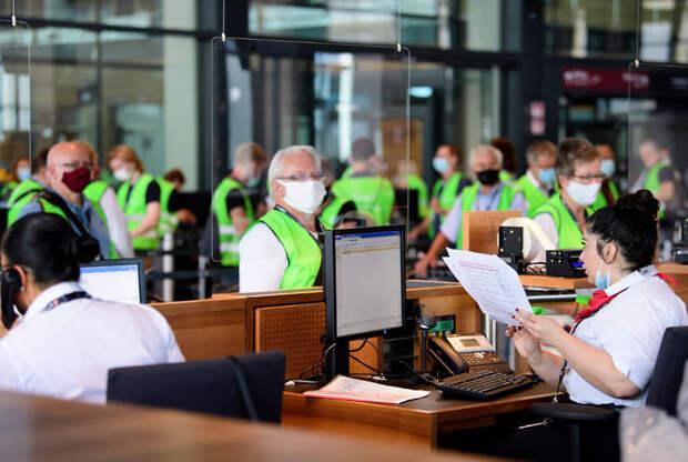 В Берлине открылся строившийся девять лет аэропорт
