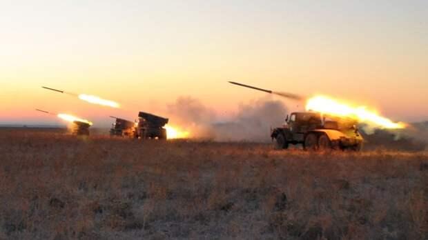 Донбасс сегодня: Киев готовит танки к войне, коронавирус спасает украинских призывников