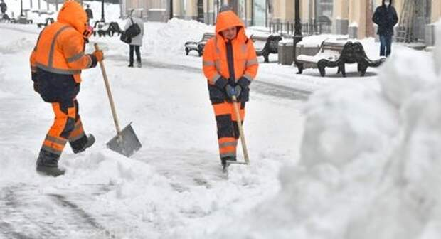 С улицы Костякова снеговые кучи вывезут до конца недели