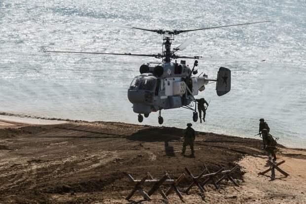 Видео высадки противодиверсионной группы их корабельного вертолета Ка-27ПС