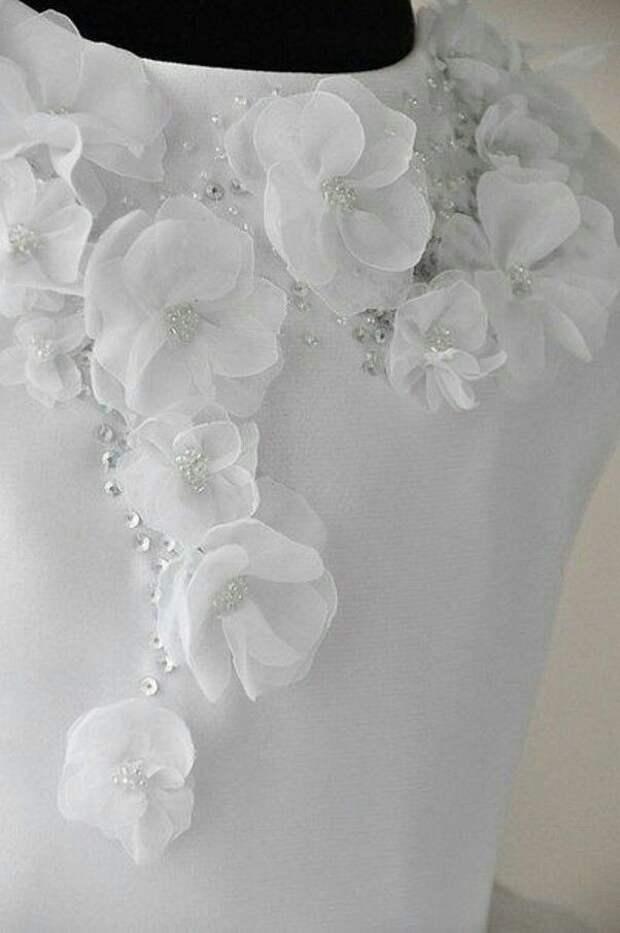 Цветы из ткани в работах дизайнеров и мастеров вышивки, фото № 7