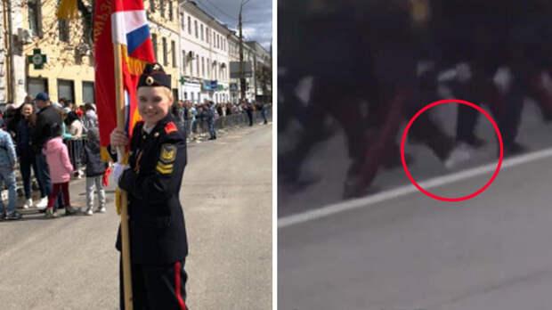 В Твери участница парада потеряла ботинок и продолжила маршировать