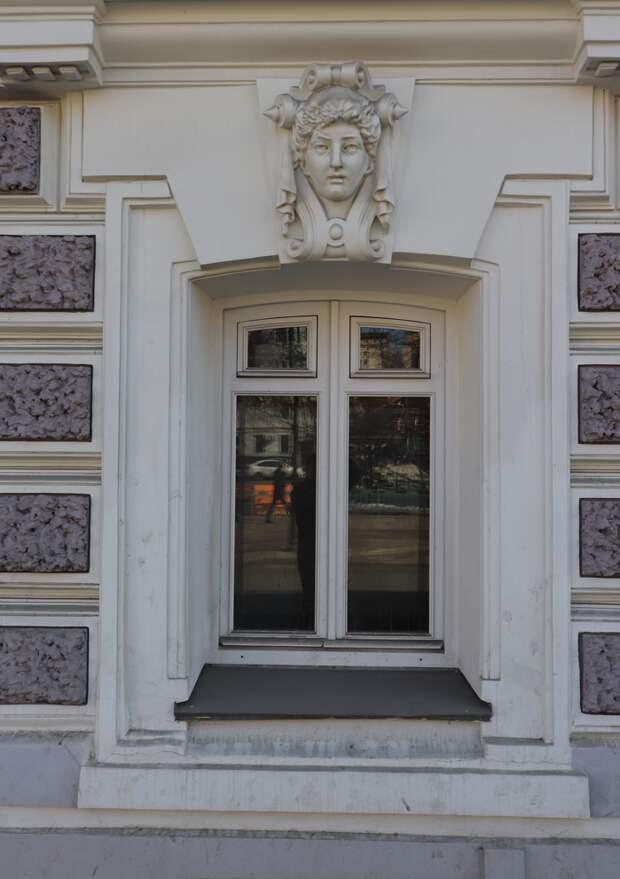 Почему мне очень хотелось увидеть этот московский дом-хамелеон
