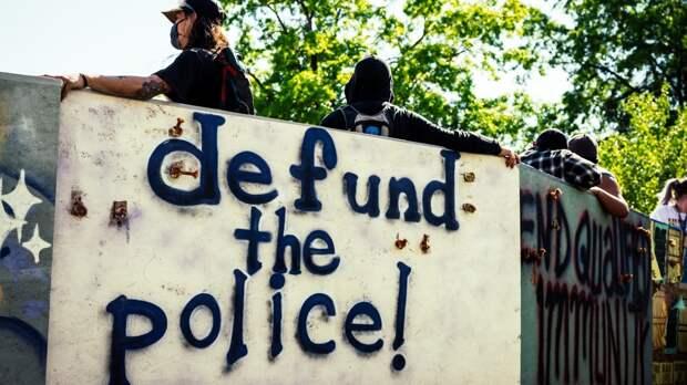 Активисты движения BLM настаивали на необходимости сокращения финансирования полиции