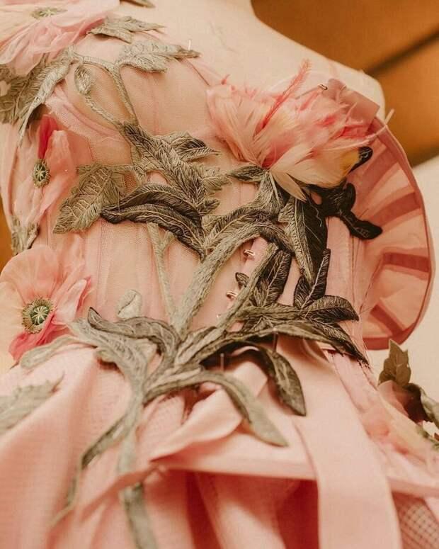 Цветы из ткани в работах дизайнеров и мастеров вышивки, фото № 29