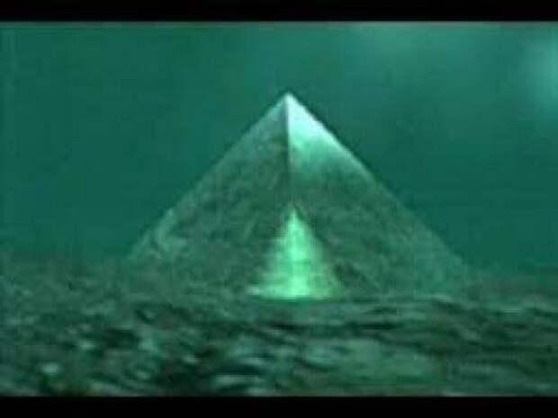 Хрустальные пирамиды неизвестного происхождения и предназначения в центре Бермудского треугольника.