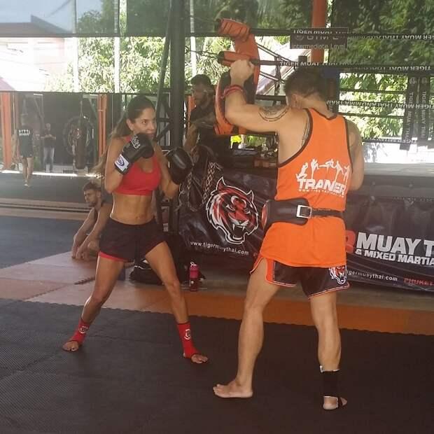 Приятно смотреть на девушек, занимающихся тайским боксом. Очень напоминают российских стартаперов