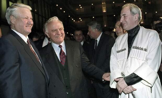 Борис Ельцин, Эдуард Шеварднадзе и руководитель уголовников из банды «Мхедриони» вор в законе Джаба Иоселиани