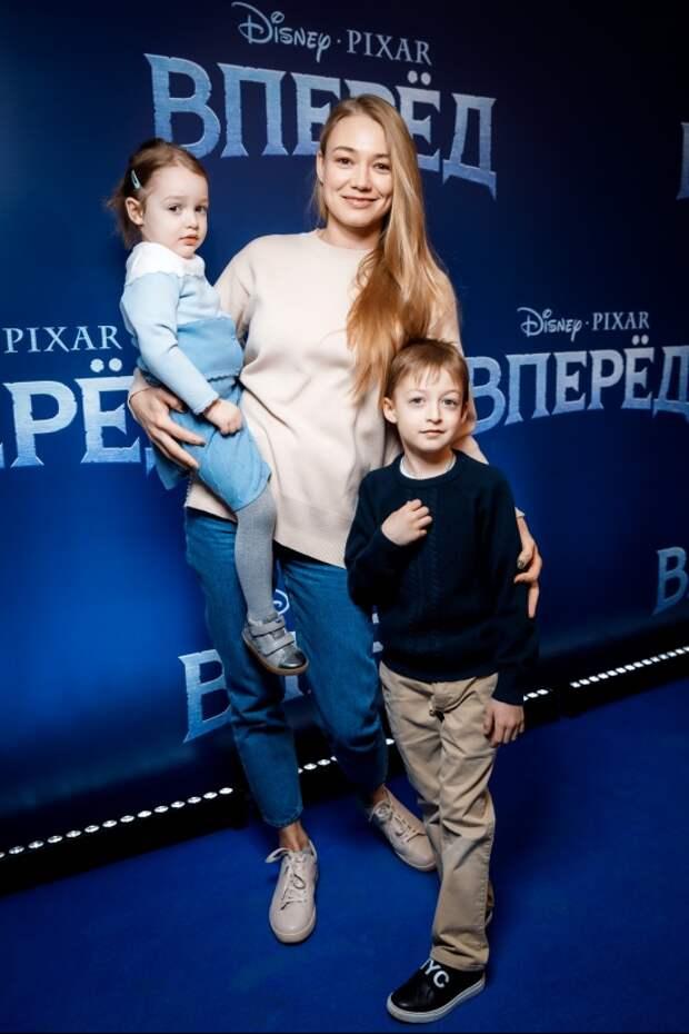 Детский сеанс: Мария Шалаева, Оксана Акиньшина и Екатерина Вилкова
