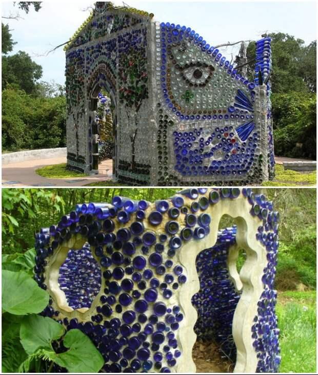 Цветные стеклянные бутылки очень эффектно будут выглядеть на фасадах домов или небольших сооружений.