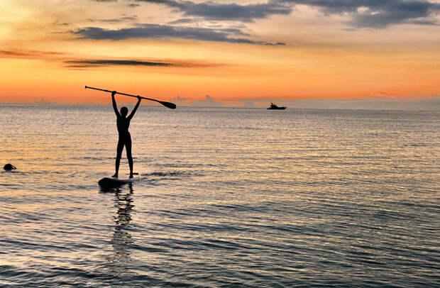 Сапсерфинг в лагуне на западном побережье