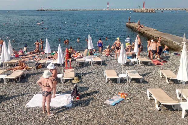 Пляжи в Сочи вновь открыли для купания