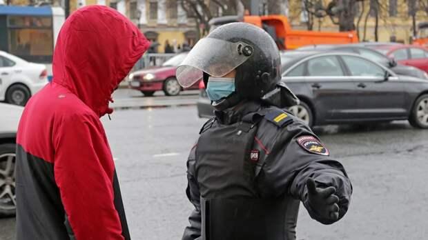 Красноярец с пиротехникой попал под статью после незаконного митинга