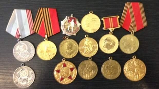 Приторговывавшего медалями времен СССР москвича задержали полицейские