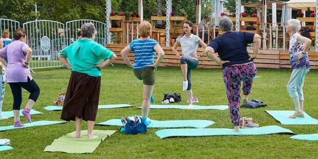 Центр «Крылья» приглашает жителей СЗАО на занятия проекта «Московское долголетие» на свежем воздухе