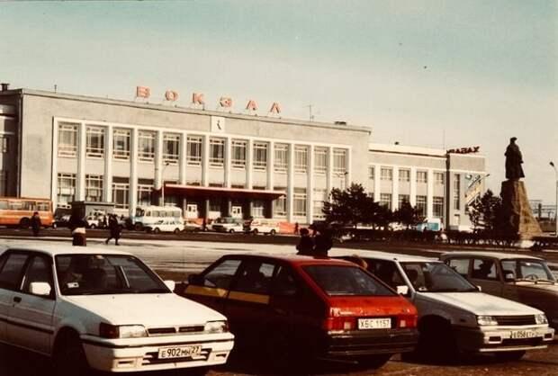Пермь. Привокзальная площадь, 90-е гг.