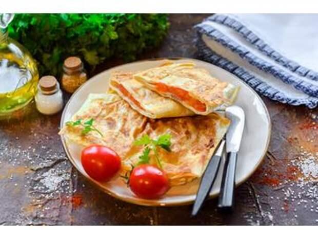 Горячая закуска из лаваша с колбасой и сыром: не диетично, но обалденно вкусно