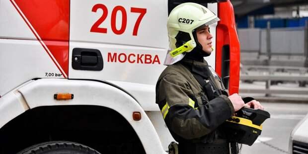 На улице Твардовского загорелся мусор