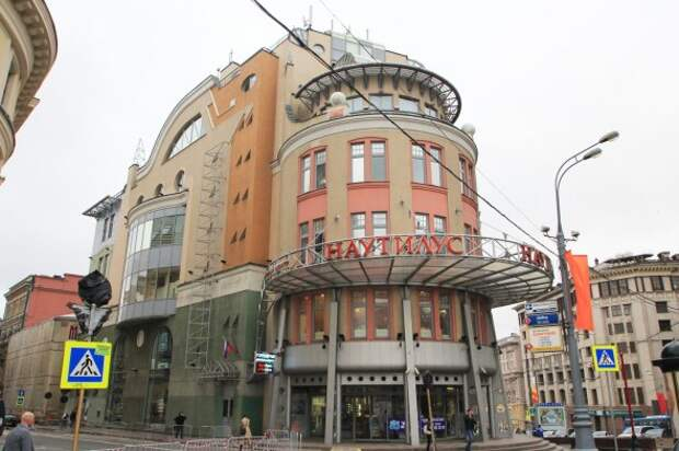 7 привычных нам зданий, которые построил Лужков