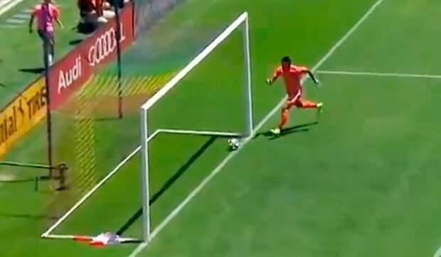 Нелепый автогол вМЛС: аргентинский вратарь очень неудачно принял мяч после передачи защитника