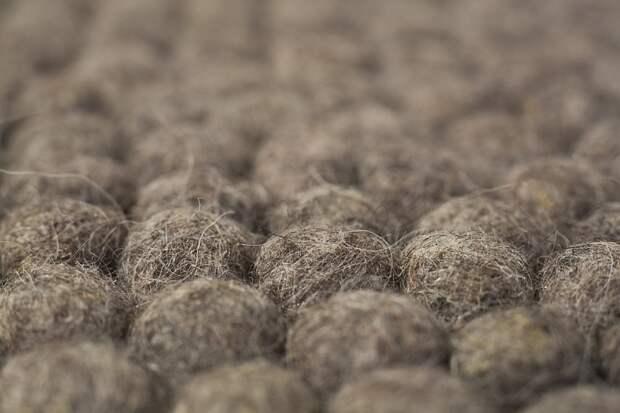 Ковры из шерстяных шариков: уникальная техника — практичный результат