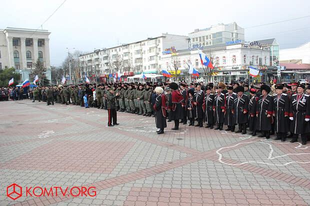 Первый всекрымский казачий сход в Симферополе. Идет построение.