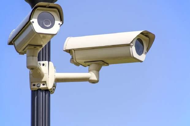 Большой брат смотрит за тобой: видеокамеры МВД в России теперь могут находить людей и машины по силуэтам