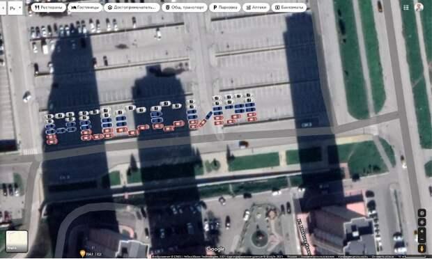 Слово «Россия» написали автолюбители своими машинами в Новосибирске