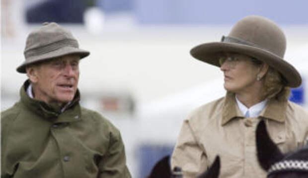 """На закрытые похороны принца Филиппа пришла его """"молодая фаворитка"""": СМИ рассказали, кто она"""