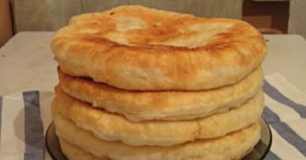 Пышные лепешки на кефире: быстрый рецепт необычной вкуснятины! Подаю вместо хлеба!