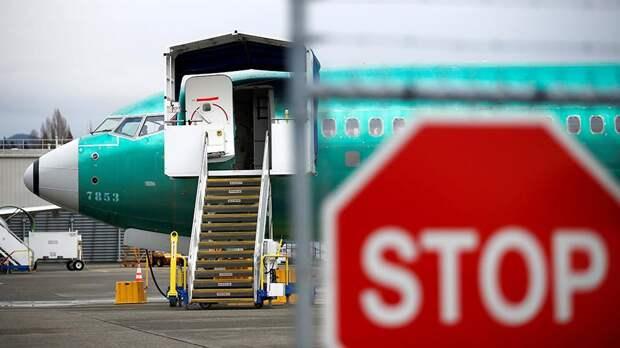 Собранный самолет Boeing 737 MAX на стоянке авиазавода в Рентоне, Вашингтон