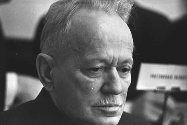 Как писатель, Михаил Шолохов погиб в январе 1942 года