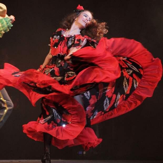 Танцуем с  Яной Космачёвой