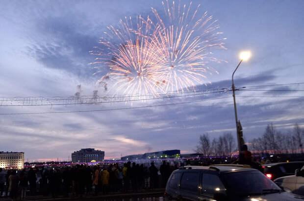 Как встолицах Большого Урала прошли салюты