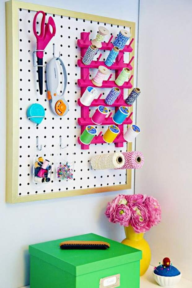 Просто панель или удобная система для хранения? Полезные идеи использования пегборда в доме