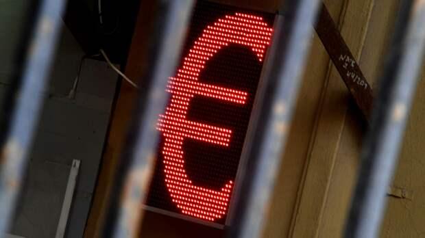 Электронное табло со знаком евро  - РИА Новости, 1920, 28.04.2021