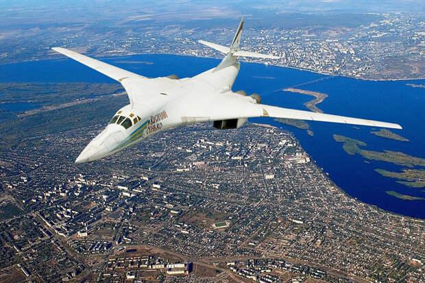 """В """"Ростехе"""" рассказали, зачем красят бомбардировщики Ту-160 в белый цвет"""