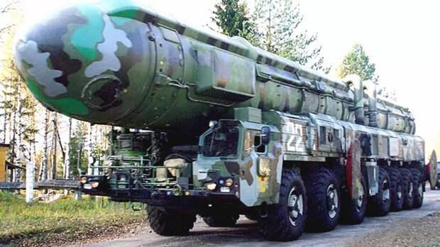 Четырнадцать колес для «Тополя»: новые семиосные ракетоносцы МАЗ