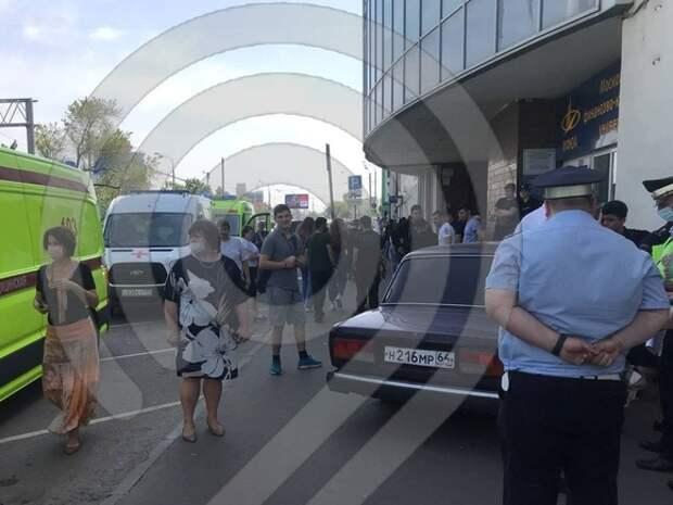 В Москве автомобиль «Жигули» наехал на пешеходов на тротуаре