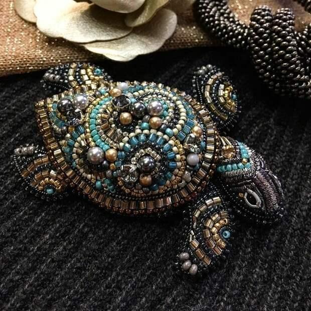 Черепашка - прекрасна брошь из бисера! Станет чудесным аксессуаром для красивого образа!